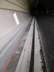 Tunnel Uznachberg Schlitzrinnen DSCN0163
