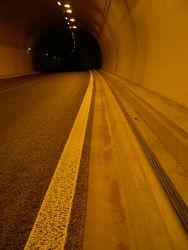 Uznaberg Tunnel Randsteine DSCN0423